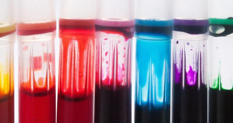 színes műanyag ablak